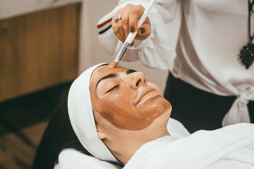 lady getting a mud mask (beauty shop image)
