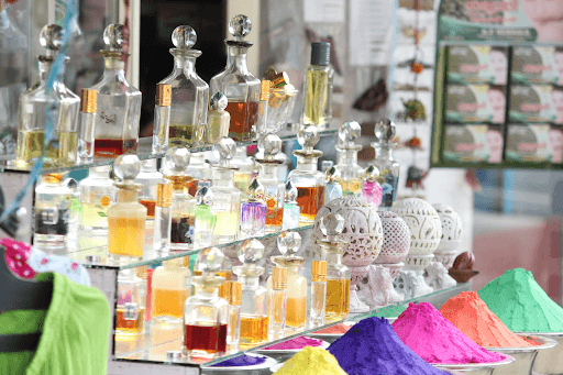 a variety of fragrances in display (beauty fragrance image)