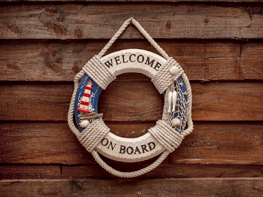 Round welcome on board ornament hanged on a wooden wall