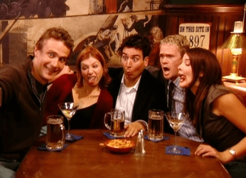 the HIMYM gang doing wacky faces